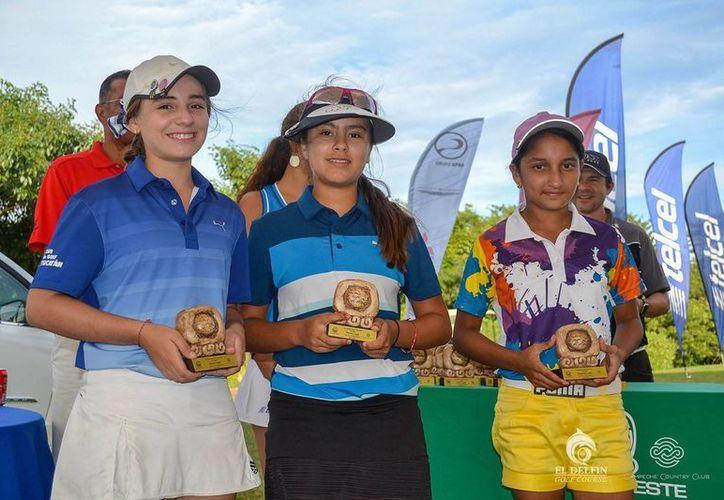 Las golfistas yucatecas destacaron en la penúltima etapa regional de la Asociación de Golf del Sureste, celebrada en el Campeche Country Club. (Sipse.com)