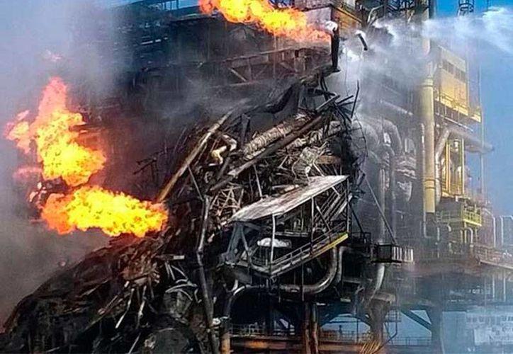 Una persona más, herida tras la explosión de una plataforma de Pemex, salvó la vida, luego de recibir atención médica en un hospital. (excelsior.com.mx)