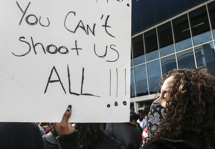 La decisión de no juzgar al policía blanco Darren Wilson por la muerte de Michael Brown desató el enojo de la comunidad afroamericana en todo Estados Unidos. (Archivo/AP)