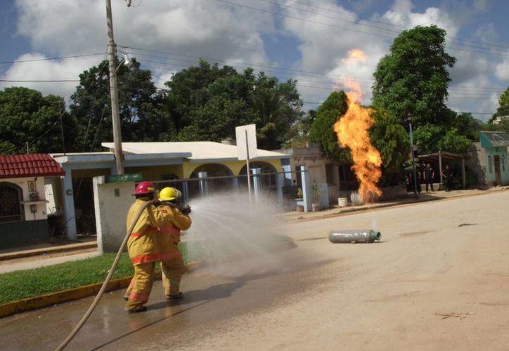 Apagaron un cilindro que intencionalmente fue encendida. (Raúl Balam/SIPSE)