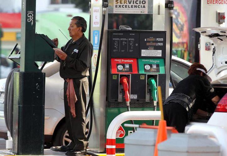 De acuerdo con la Onexpo, se busca una franquicia de Pemex transformada que genere más beneficios y servicios al cliente, con más rentabilidad al empresario gasolinero. (Archivo/Notimex)