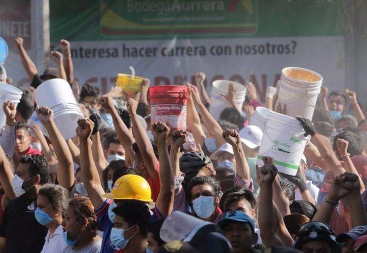 En el centro del Zócalo se habilitó un medio de transporte para trasladar a las personas a los albergues de la ciudad. (Contexto)
