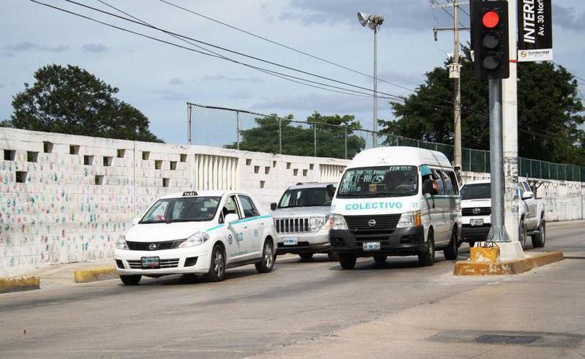 Según un estudio, en Solidaridad circulan 15 mil 180 vehículos por hora. (Foto: Contexto/SIPSE)