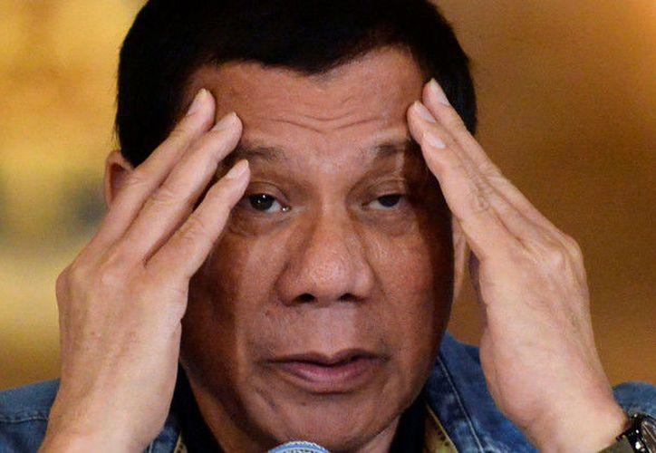 Rodrigo Duterte, presidente de Filipinas, amenazó de muerte a sus colaboradores si fracasan en su lucha contra las drogas. (actualidad.rt.com)