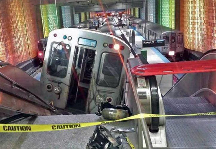 Un jefe de bomberos declaró que el accidente del Metro en Chicago no fue fatal gracias a que ocurrió en la madrugada, cuando pocas personas están en la zona. (Agencias)