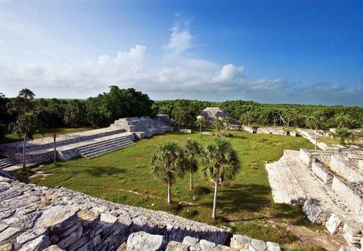La maleza de los edificios prehispánicos es retirada constantementes. (Milenio Novedades)