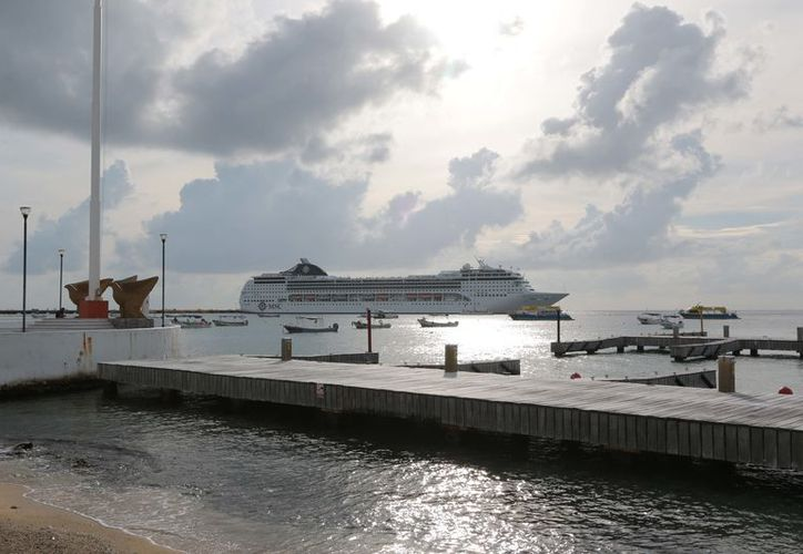 Los operadores del Carnival Cruise son los encargados de transportar a los visitantes. (Foto: Gustavo Villegas/SIPSE).