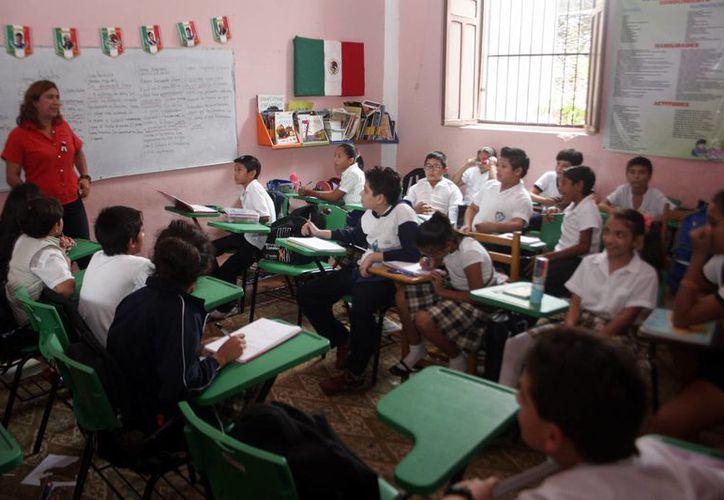 Una semana más de descanso no debe detener el plan del maestro en las aulas, considera el líder del Sitte, Adrián Quintal Ic. (Milenio Novedades)