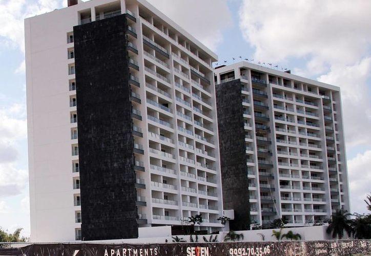 Cada vez es más común ver la construcción de departamentos en el norte de Mérida. (Milenio Novedades)