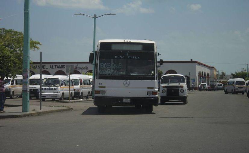 En el municipio de Othón P. Blanco existen más de dos mil unidades de transporte público autorizadas. (Harold Alcocer/SIPSE)