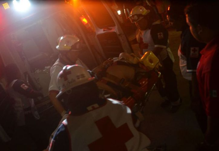 Dos personas fallecieron en el accidente vehicular la noche del viernes en la carretera federal 295 (José Chi/SIPSE)