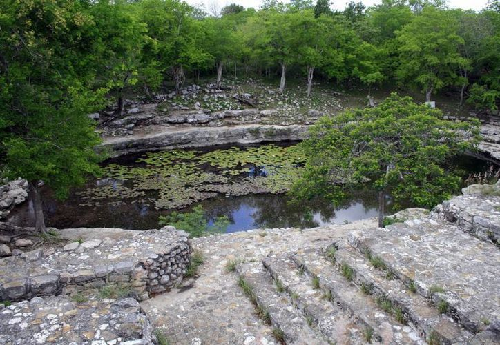 El cenote Xlacah, en Dzibichaltún, es uno de los autorizados para utilizarse como balnearios en Mérida. (Milenio Novedades)