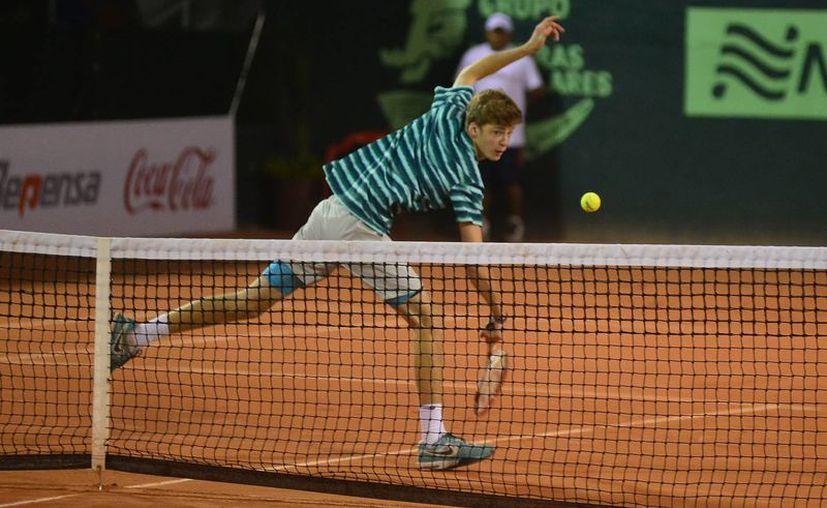 El favorito del torneo, el ruso Andrey Rublev, continuó firme en su marcha rumbo al título. (Milenio Novedades)
