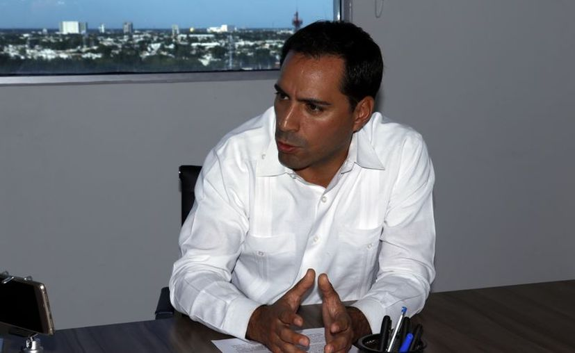 Mauricio Vila reconoció que el 42 por ciento de los yucatecos vive en una situación de pobreza, por lo que reiteró que será necesario establecer estrategias para fomentar el empleo en localidades con alto rezago. (José Acosta/ Milenio Novedades)