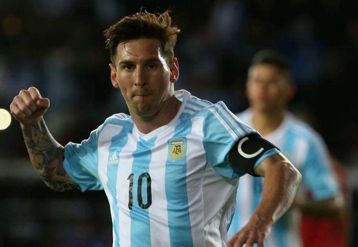 Gerardo Martino defendió a Lionel Messi de las críticas que recibió luego de perder la final de la Copa América 2015, en la foto Messi durante el torneo sudamericano. (goal.com)