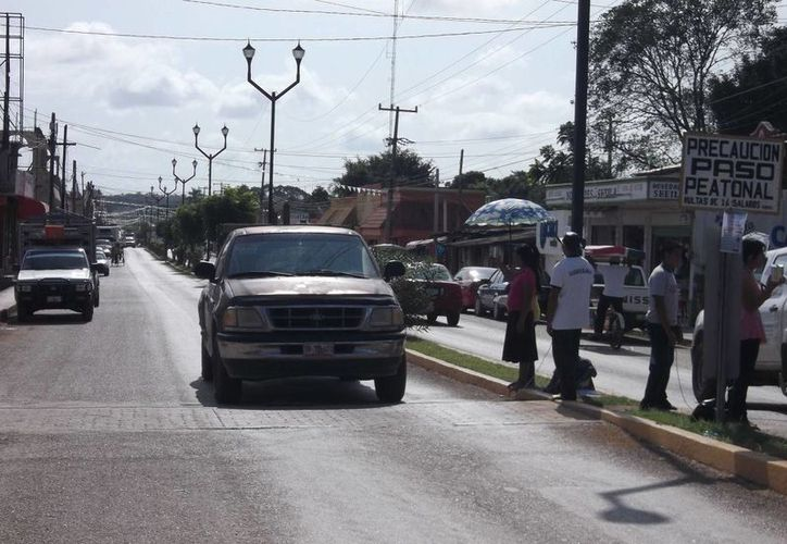 La falta de precaución cuando se realiza dicha actividad, exponen a las personas protagonizar accidentes. (Carlos Yabur/SIPSE)
