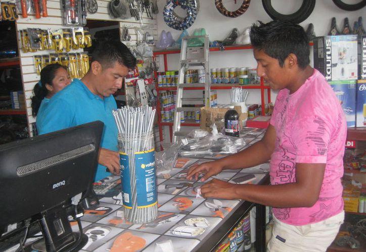 Buscan insertar nuevas tecnologías en los pequeños negocios. (Javier Ortiz / SIPSE)