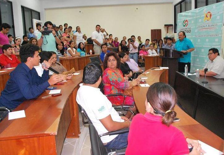 En su papel de ponente, el alcalde escuchó las opiniones de los estudiantes. (Cortesía/SIPSE)