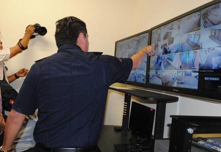 El manejo de estas nuevas cámaras se tuvo que renovar el Centro de Monitoreo en donde se invirtieron alrededor de 1.5 millones de pesos. (SIPSE)