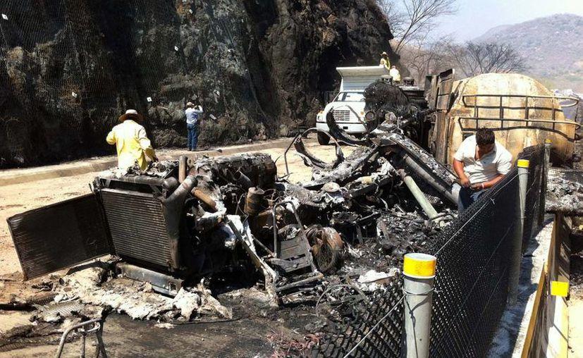 Ambos vehículos ardieron en llamas. (Imagen de contexto/Notimex)