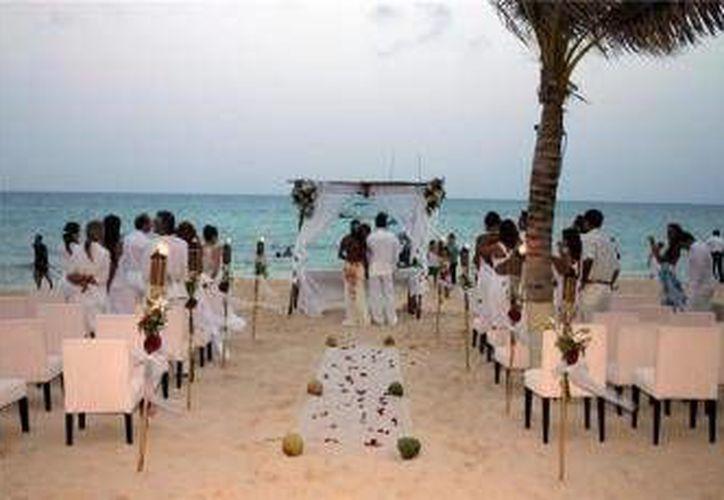 La Riviera Maya se ha convertido en el escenario preferido de las parejas hindúes que optan por celebrar en este destino su unión matrimonial.  (Archivo/SIPSE)