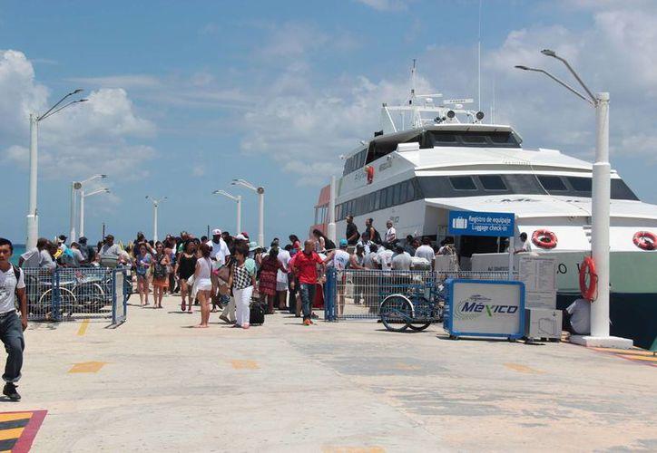 Las operaciones de zarpe en la isla con dirección a la costa fueron siete mil 432. (Gustavo Villegas/ SIPSE)