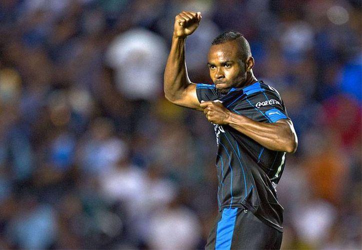 William da Silva fue uno de los anotadores en el triunfo de Gallos Blancos de Querétaro sobre el todavía líder León. (futboltotal.com.mx)
