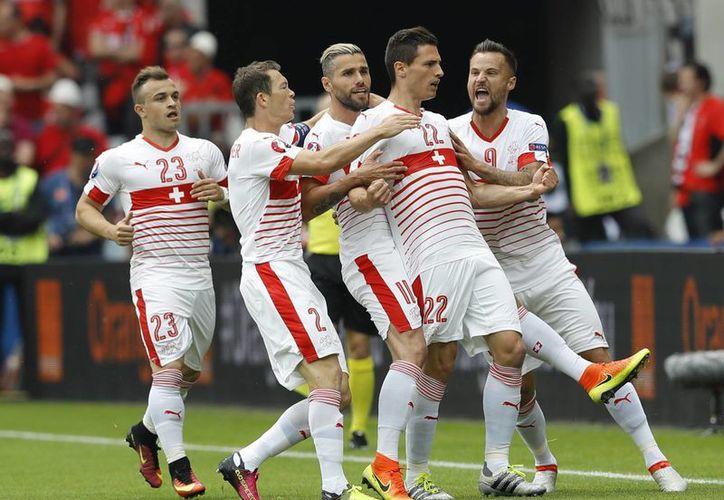 Con el triunfo, Suiza se ubica como segundo lugar del grupo A con tres unidades, mismas que tiene Francia, pero con mejor diferencia de goles.(AP)
