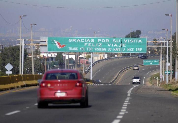 Lo ideal, indica Hacienda, es que el automovilista cuente con un seguro de hasta cuatro millones de pesos. (Archivo/Notimex)