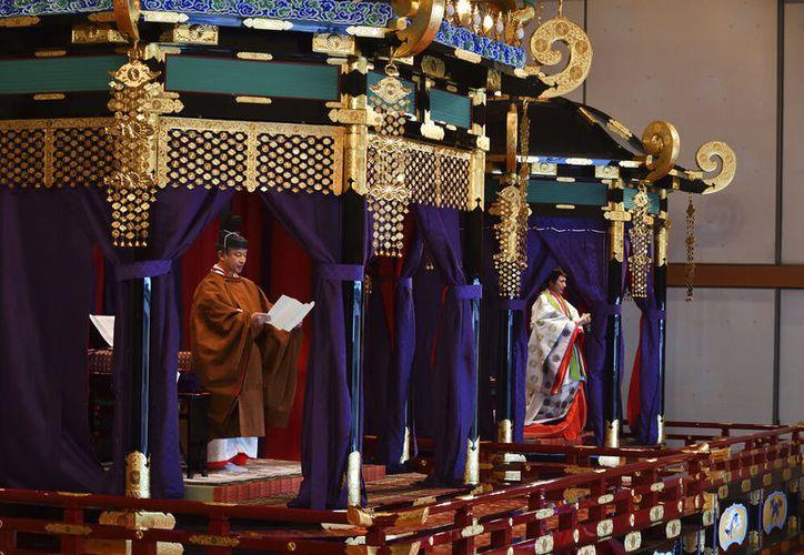 Naruhito prometió cumplir su deber constitucional como símbolo del estado y mantenerse cerca del pueblo. (Kazuhiro Nogi/Pool Photo via AP)
