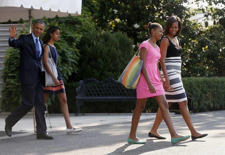El presidente Barack Obama, la primera dama Michelle Obama, con sus hijas Sasha, segunda a la derecha, y Malia. (Agencias)