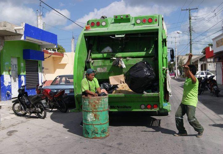 Los cozumeleños generan en promedio más de 120 toneladas de residuos al día. (Gustavo Villegas/SIPSE)