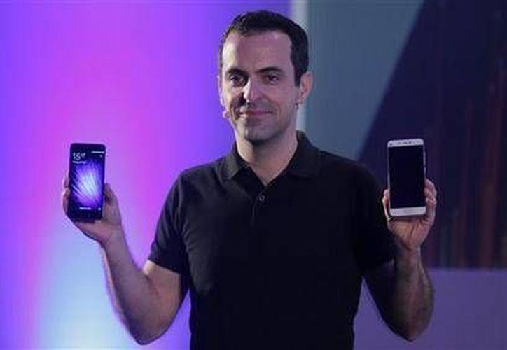 El vicepresidente internacional de Xiaomi, Hugo Barra(foto), durante la presentación del nuevo Xiaomi Mi 5 durante el Mobile World Congress en Barcelona, España,(AP)