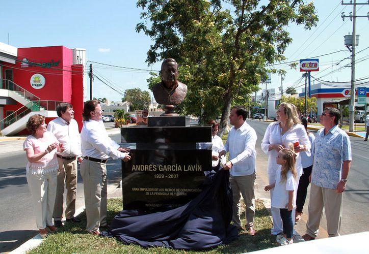 Este domingo, se develó un busto de don Andrés García Lavín, fundador de Grupo SIPSE, como un homenaje a su trayectoria, pero sobre todo a sus valores. (Jorge Acosta/SIPSE)