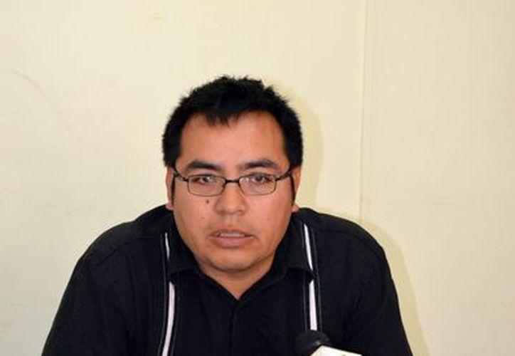 Jjefe del Departamento de Espectáculos de la Comuna, Roberto Acevedo Acosta. (Theany Ruz/SIPSE)