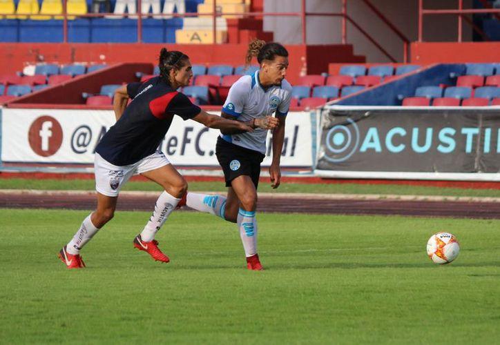 El partido amistoso se llevó a cabo en el Estadio Olímpico 'Andrés Quintana Roo'. (Ángel Villegas/SIPSE)