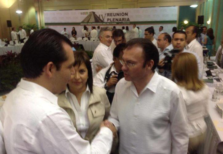 Luis Videgaray, titular de Hacienda, participó en la Plenaria de los Senadores del PRI que se realiza en Mérida, Yucatán. (Twitter.com/@ralbores)