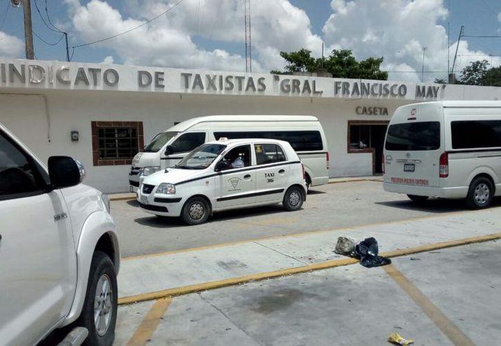 Verificaran más 700 vehículos locales entre taxis y transporte foráneo que pertenecen a los sindicatos. (Jesús Caamal/SIPSE)