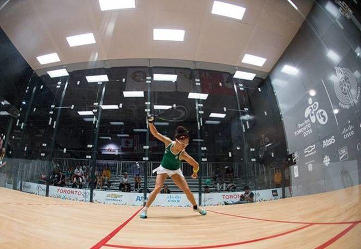 Paola Longoria venció a su rival colombiana Mariana Paredes en tan solo 18 minutos para poder avanzar a los octavos de final de la competencia de raquetbol en Juegos Panamericanos 2015. (AP)