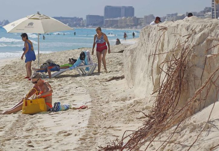 La recuperación y mantenimiento de playas es algo muy importante para la industria hotelera. (Jesús Tijerina/SIPSE)