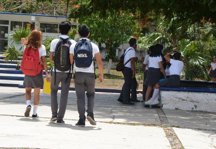 Recomiendan a los jóvenes no publicar asuntos personales. (Victoria González/SIPSE)