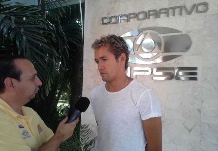 """José Luis """"Parejita"""" Lopez, entrevistado por Alex Torre, ayer en Grupo SIPSE. (SIPSE)"""