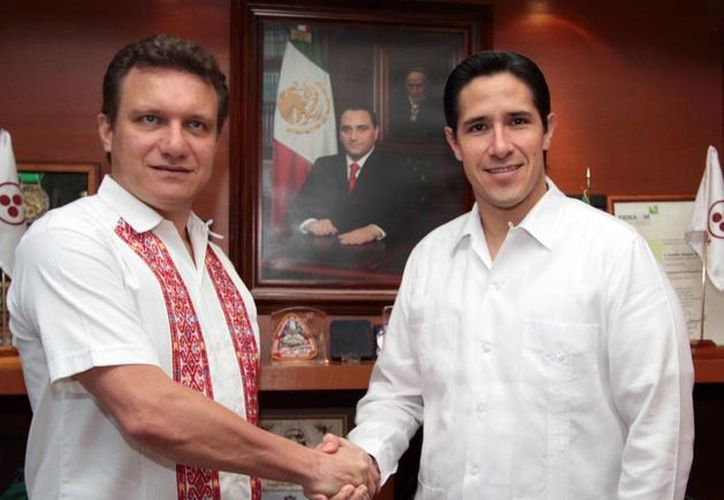El secretario de Economía Federal y alcalde de Cozumel. (Cortesía/SIPSE)