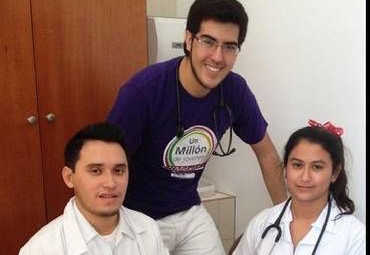 Rodrigo Ortega Guerrero y David Ojeda Correa, de la Universidad Anáhuac Mayab, catapultan temas de salud a través de redes sociales a favor de cualquier persona. (SIPSE)