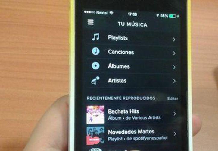 """Los usuarios tienen acceso a un """"playlist"""" de acuerdo a la década. (Victoria González/SIPSE)"""