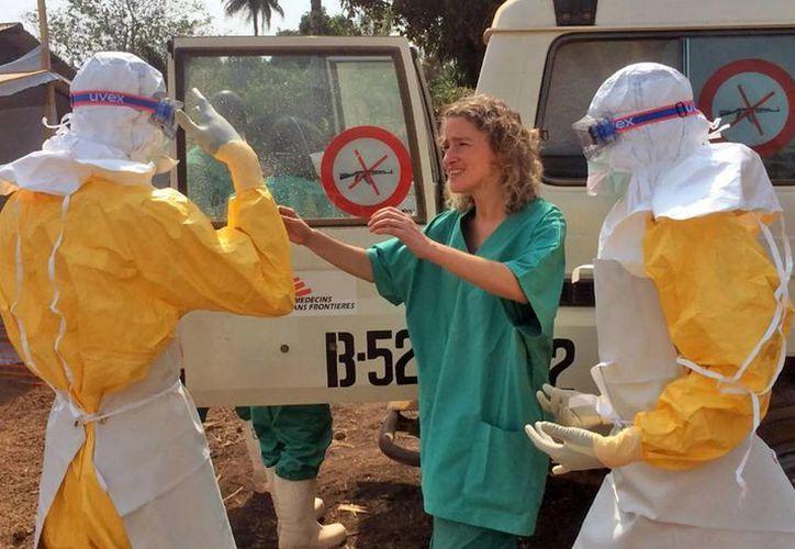 El brote de ébola cobró la vida de más de 10 mil personas. (Archivo/AP)
