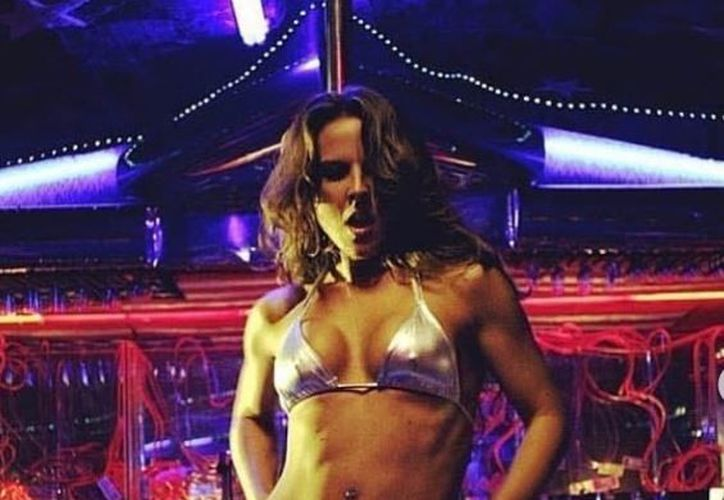 Kate del Castillo compartió fotos de cuando interpretó a una bailarina de pole dance.  (Instagram)