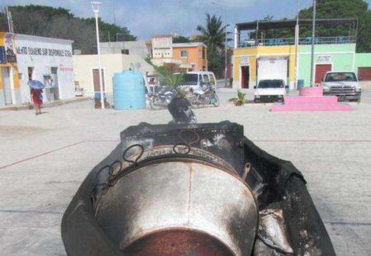 La lancha fue quemada en el centro de Celestún. (SIPSE)