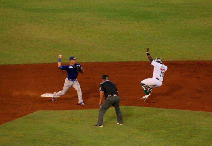 Acereros del Norte se llevó la serie ante Leones de Yucatán, al derrotarlos este jueves en el segundo juego de la doble cartelera, en el parque Kukulcán. Las fieras triunfaron en el primer juego. (SIPSE)