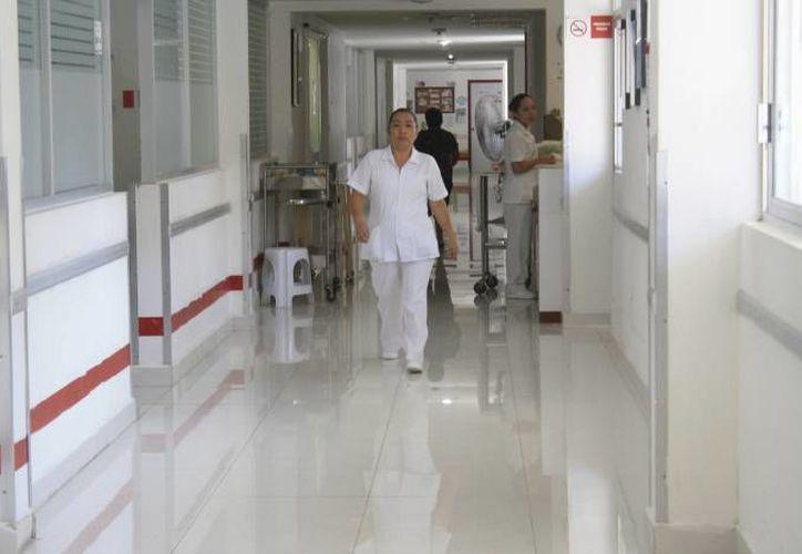 La mujer y su hijo fueron trasladados a la Secretaría de Salud. (Redacción/SIPSE)